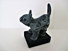 Cees Vermeer - sculpture -  Unique 'Bronskleurig Poesje' (bronze coloured kitten)