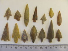 14 Neolithic arrowheads - 20/47 mm (14)