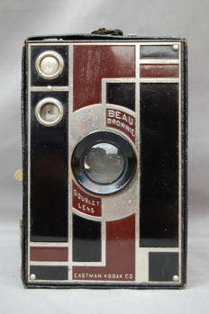 Kodak Beau Brownie 2A Art Deco front.