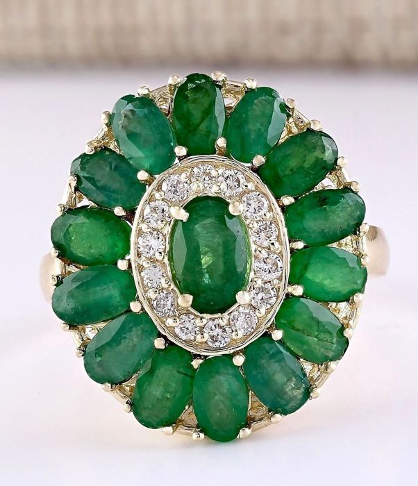 4.11 Carat Natural Emerald 14K Solid Yellow Gold Diamond Ring *** Free shipping *** No Reserve *** Free Resizing ***