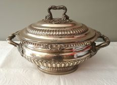 Tureen with lid in English silver George III, with contrast Joseph Craddock & William Ker Reid, London. From the first quarter of the 19th century
