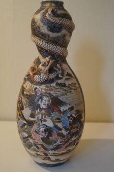 Satsuma 'Dragon ware' double gourd vase - Japan - Early 20th century (Meiji Period)