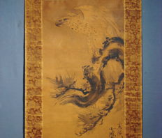 "Antique honshi hanging scroll - ""Hawk on Pine"" - Kano school - 17th century"