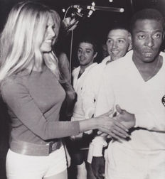 Unknown/UPI - Brigitte Bardot & Pele - 1971