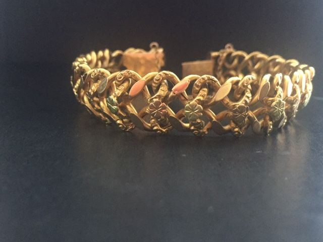 Large bracelet with flower pattern in 18 kt gold, 20 g.