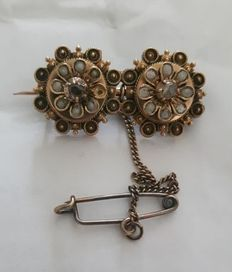 Antique 14 kt gold brooch