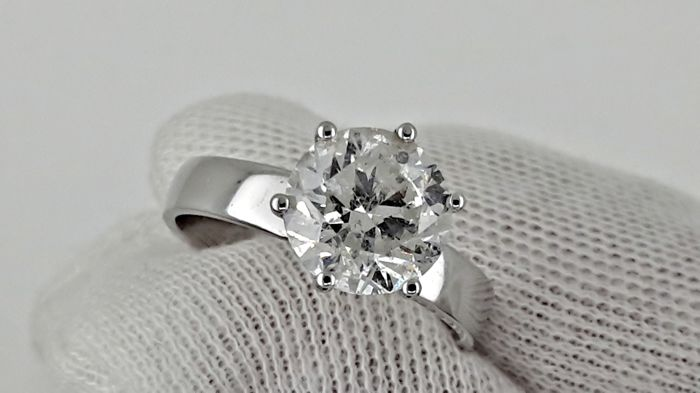 IGL 2.60 ct  round diamond ring made of 14 kt white gold - size 7