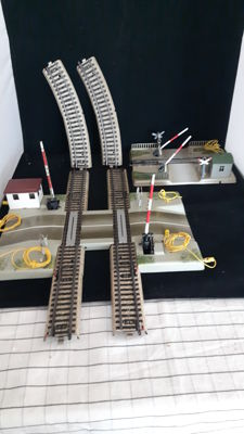 Märklin H0 - 7192/7193/7390 - M-Rail Double Track Electric Crossing and 1 Mechanical Crossing