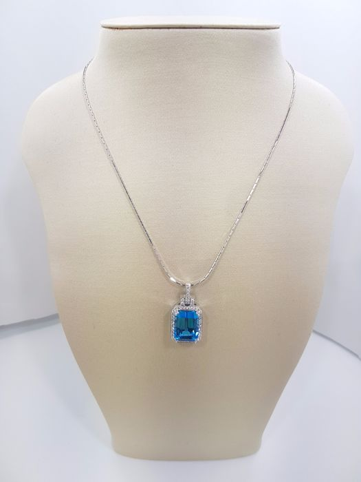 Blue Topaz Pendant, 18ct White Gold, Topaz 15.24ct, Diamonds 0.69ct