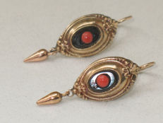 Gold earrings with onyx and coral – 1840