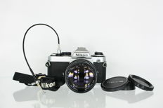 Nikon FE with Tokina 135mm f2.8 objective and a release cable (2593)