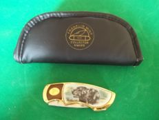 """Franklin Mint - Hunting knife - """"Two Black Labrador Retrievers"""" with pouch - 24 k gold plated - In very good condition"""