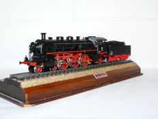 Märklin H0 - 3093 - Steam locomotive with towed tender Series BR 18.4 van de DB
