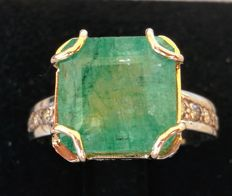 Ring with 7.85 ct emerald and 0.70 ct of brilliants – No reserve