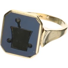 14 kt yellow gold signet ring with layered stone - Inner size 19.50 mm