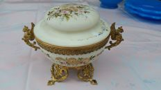 Opaline glass lidded box - Hand-painted enamelled - gold-coloured frame - France 19th century