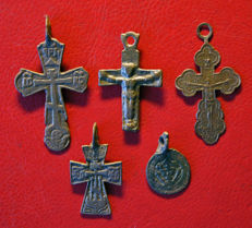 5 devotional items: Relics, 12th/18th century