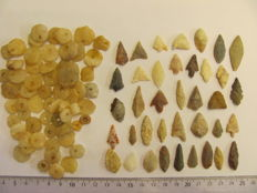 63 x archaeological beads 8/16 mm and 38 x Neolithic arrowheads - 15/34 cm (101)