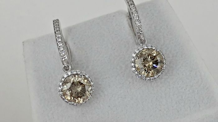 4.69 ct round diamond earrings 14 kt white gold