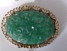 14K gold vintage brooch with carved Jade in floral motif