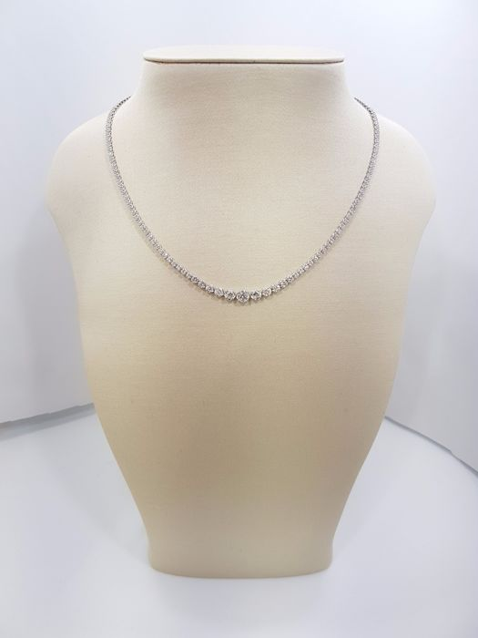 18ct White Gold Diamond Necklace, totale Carat 4.00ct