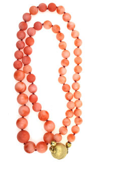 Coral necklace round tapering from 6.4 to 9.4mm