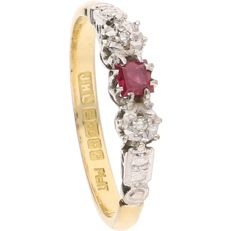 18 kt yellow gold, Art Deco ring set with ruby and 2 octagon cut diamonds in an elegant, platinum setting