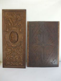 A pair of oak and walnut wood panels, carved and decorated in Renaissance style - second half 19th century