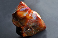 Polished flame of intense orange red Agate - 14.8 X 13.3 X 10.7 cm - 2438 gm