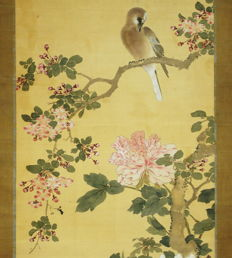 "Antique hanging scroll - ""Bird and Flowers"", signed 'Kien' - Japan - Early 18th century (Edo Period)"