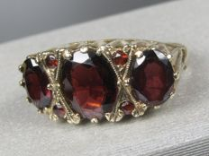 Gold ring with rhodolite garnet