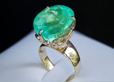 IGI certified 20.77 ct. emerald gold ring with dianonds 0.34 ct.