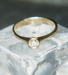 Solitaire engagement Ring with Diamond in brillant cut of c. 0,35 Ct, 18 k  Gold