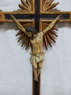 An impressive polychrome and giltwood Crucifix - Indo-Portuguese (Goa) - 18th century