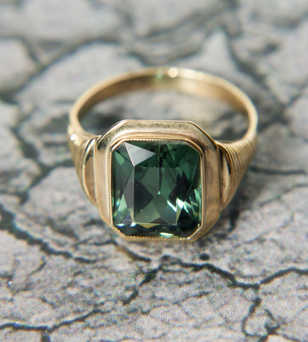 Vintage unisex Ring with Synthetic Spinels