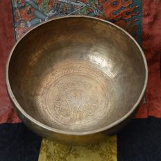 Tibetan singing bowl, hand-hammered, 23 cm – Tibet – late 20th century
