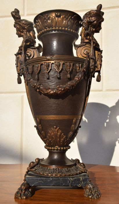 Large-sized Napoleon III console vase, with female heads - France, 1850