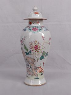 Export Baluster Vase with familie rose pattern - China - late 18 to early 19ct