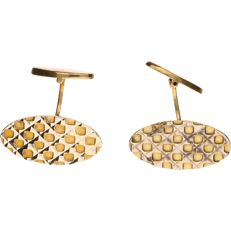 18 kt Yellow gold, decorated  cufflinks - Length of button: 2.5 cm.