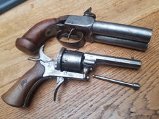 2 beautiful small arms, pistol and double barrel revolver France in nice condition.