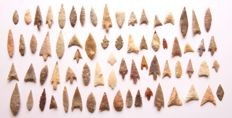 Lot with 70 Neolithic arrowheads - 13 - 43 mm (70)