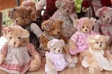 Louise M, England - Length 30-40 cm - lot with 9 Teddy bears, 2nd half of 20th century