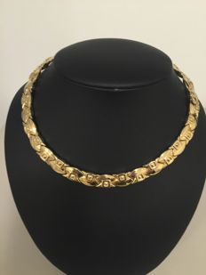 Beautiful 18 kt gold necklace