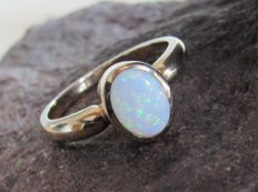 Gold ring (3 grams) with natural opal.