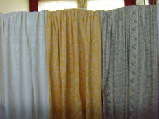 Lot of 3 x large exclusive fabrics - including a very nice satin - Batiste woven table cloth, 2nd half of 20th century