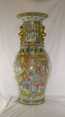 A huge (88cm! high) canton vase with a lot of intact guiding vase - China - vase 19th century