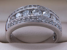 Witgouden diamanten entourage rij / alliance ring - C.a. 1.00 ct -  **Geen Reserveprijs**