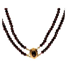 Two-row garnet necklace with gold 14 kt clasp