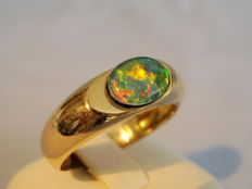 Golden 18 kt ring with fire black opal triplet