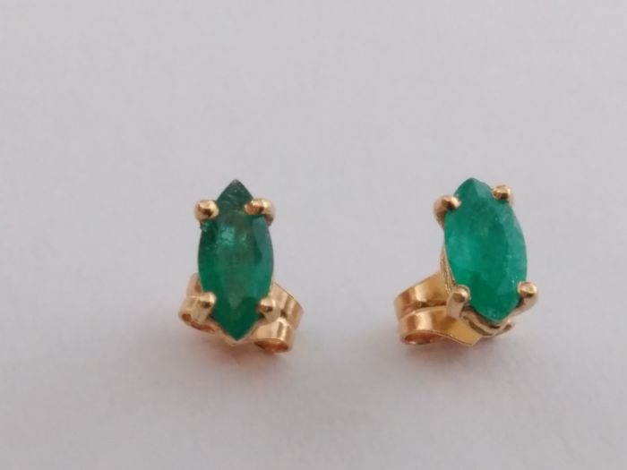 Earrings in 18 kt yellow gold with emeralds